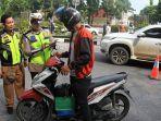 foto_bapenda_riau_gelar_razia_pajak_di_jalan_cut_nya_dien_pekanbaru_2.jpg