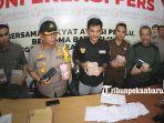 foto_bawaslu_pekanbaru_ekspos_caleg_yang_terlibat_politik_uang_2.jpg