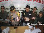 foto_bawaslu_pekanbaru_ekspos_caleg_yang_terlibat_politik_uang_4.jpg