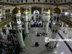 foto_beribadah_di_masjid_raya_pekanbaru_saat_bulan_ramadhan_1.jpg<pf>foto_beribadah_di_masjid_raya_pekanbaru_saat_bulan_ramadhan_2.jpg<pf>foto_beribadah_di_masjid_raya_pekanbaru_saat_bulan_ramadhan_3.jpg<pf>foto_beribadah_di_masjid_raya_pekanbaru_saat_bulan_ramadhan_4.jpg