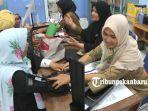 foto_cjh_asal_pekanbaru_jalani_pemeriksaan_kesehatan_dan_suntik_meningitis_5.jpg