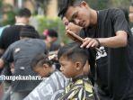 foto_company_barber_pekanbaru_haircut_sepuasnya_bayar_seikhlasnya_1.jpg<pf>foto_company_barber_pekanbaru_haircut_sepuasnya_bayar_seikhlasnya_2.jpg<pf>foto_company_barber_pekanbaru_haircut_sepuasnya_bayar_seikhlasnya_3.jpg<pf>foto_company_barber_pekanbaru_haircut_sepuasnya_bayar_seikhlasnya_4.jpg