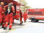 foto_damkar_pekanbaru_gelar_simulasi_pemadaman_kebakaran_3.jpg