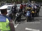 foto_detik-detik_proklamasi_di_pekanbaru_warga_tunjukkan-sikap_sempurna_2.jpg