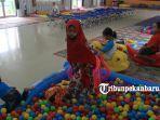 foto_di_posko_kesehatan_brsampk_rumbai_pekanbaru_ini_anak-anak_disediakan_tempat_bermain_1.jpg<pf>foto_di_posko_kesehatan_brsampk_rumbai_pekanbaru_ini_anak-anak_disediakan_tempat_bermain_2.jpg<pf>foto_di_posko_kesehatan_brsampk_rumbai_pekanbaru_ini_anak-anak_disediakan_tempat_bermain_3.jpg