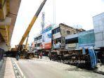 foto_evakuasi_truk_angkut_keramik_yang-terbalik_di_pekanbaru_1.jpg<pf>foto_evakuasi_truk_angkut_keramik_yang-terbalik_di_pekanbaru_2.jpg<pf>foto_evakuasi_truk_angkut_keramik_yang-terbalik_di_pekanbaru_3.jpg