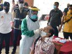 foto_gubernur_riau_syamsuar_tinjau_pelaksaan_swab_antigen_di_bandara_ssk_ii_pekanbaru_2.jpg