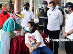 foto_gubernur_riau_syamsuar_tinjau_pelaksaan_swab_antigen_di_bandara_ssk_ii_pekanbaru_3.jpg
