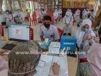 foto_gubernur_riau_tinjau_vaksinasi_di_sman_11_pekanbaru_6.jpg