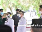 foto_gubernur_syamsuar_resmi_melantik_tiga_kepala_daerah_di_riau_3.jpg