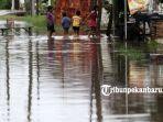 foto_hujan_semalaman_ruas_jalan_di_rumbai_pesisir_pekanbaru_tergenang_banjir_2.jpg