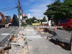 foto_jalan_lobak_di_pekanbaru_yang_amblas_mulai_diperbaiki_1.jpg<pf>foto_jalan_lobak_di_pekanbaru_yang_amblas_mulai_diperbaiki_2.jpg<pf>foto_jalan_lobak_di_pekanbaru_yang_amblas_mulai_diperbaiki_3.jpg