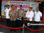 foto_konfrensi_pers_pengrusakan_baliho_partai_di_pekanbaru_4.jpg