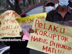 foto_massa_minta_kejati_periksa_gubernur_riau_terkait_dana_bansos_di_kabupaten_siak_3.jpg