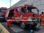foto_mobil_damkar_kecelakaan_di_jalan_soekarno_hatta_pekanbaru_3.jpg