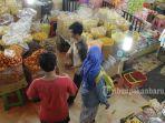 foto_oleh-oleh_di_pasar_bawah_pekanbaru_1.jpg<pf>foto_oleh-oleh_di_pasar_bawah_pekanbaru_2.jpg<pf>foto_oleh-oleh_di_pasar_bawah_pekanbaru_3.jpg
