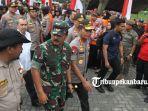 foto_panglima_dan_kapolri_tinjau_posko_relawan_karhutla_di_purna_mtq_pekanbaru_2.jpg