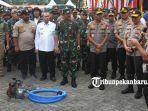 foto_panglima_dan_kapolri_tinjau_posko_relawan_karhutla_di_purna_mtq_pekanbaru_3.jpg