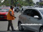 foto_parkir_di_tepi_jalan_pekanbaru_akan_dikelola_swasta_1.jpg