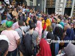 foto_pasca_penertiban_sekitar_stc_ratusan_pedagang_datangi_kantor_dprd_pekanbaru_3.jpg