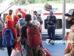 foto_pelabuhan_sungai_duku_pekanbaru_dipadati_penumpang_saat_liburan_2.jpg