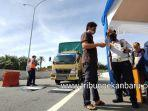 foto_pemeriksaan_kendaraan_odol_di_gerbang_pintu_tol_pekanbaru-dumai_3jpg.jpg
