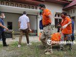 foto_penemuan_mayat_hangus_terbakar_di_rumah_kosong_jalan_parit_indah_pekanbaru_3.jpg