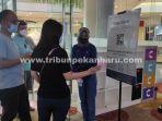 foto_pengunjung_scan_pedulilindungi_sebelum_masuk_bioskop_di_pekanbaru-1.jpg