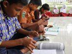 foto_pengurus_masjid_di_pekanbaru_sediakan_akses_wifi_gratis_bagi_pelajar_2.jpg