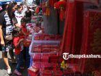 foto_penjualan_amplop_angpao_laris_di_pasar_sago_pekanbaru_2.jpg