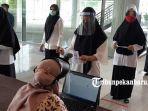 foto_peserta_skb_cpns_di_pekanbaru_gunakan_masker_dan_face_shield_3.jpg