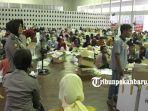 foto_proses_pelipatan_surat_suara_di_pekanbaru_jelang_pemilu_2019_5.jpg