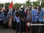 foto_ratusan_mahasiswa_universitas_riau_gelar_aksi_terkait_kabut_4.jpg