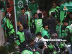 foto_ratusan_pengemudi_gojek_pekanbaru_demo_ke_manajemen_1.jpg