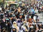 foto_ribuan_guru_kembali_gelar_aksi_di_kantor_walikota_pekanbaru_forum_guru_sertifikasi_1.jpg