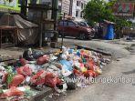 foto_sampah_menumpuk_di_sejumlah_ruas_jalan_pekanbaru_1.jpg<pf>foto_sampah_menumpuk_di_sejumlah_ruas_jalan_pekanbaru_2.jpg<pf>foto_sampah_menumpuk_di_sejumlah_ruas_jalan_pekanbaru_3.jpg