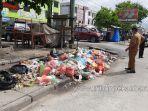 foto_sampah_menumpuk_di_sejumlah_ruas_jalan_pekanbaru_3.jpg