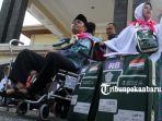 foto_suasana_haru_mewarnai_pelepasan_jemaah_calon_haji_kloter_pertama_di_kemenag_pekanbaru_8.jpg