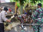 foto_tni_bersihkan_sampah_di_pekanbaru_2.jpg