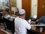 foto_travel_muhibbah_di_pekanbaru_tunda_keberangkatan_jemaah_terkait_panangguhan_umroh_2.jpg