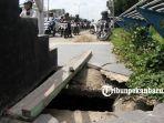 foto_trotoar_pecah_di_jalan_soebrantas_pekanbaru_ini_membahayakan_pejalan_kaki_3.jpg