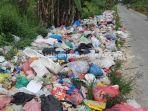 foto_tumpukan_sampah_di_jalan_kapau_sari_ujung_pekanbaru_makin_parah_1.jpg
