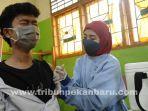 foto_vaksinasi_bagi_guru_dan_siswa_smk_swasta_di_pekanbaru_1.jpg<pf>foto_vaksinasi_bagi_guru_dan_siswa_smk_swasta_di_pekanbaru_2.jpg<pf>foto_vaksinasi_bagi_guru_dan_siswa_smk_swasta_di_pekanbaru_3.jpg