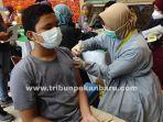 foto_vaksinasi_covid-19_bagi_anak-anak_di_pekanbaru_2.jpg