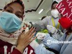 foto_vaksinasi_covid-19_bagi_asn_di_lingkungan_pemerintah_kota_pekanbaru_1.jpg