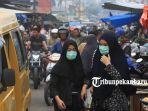 foto_warga_gunakan_masker_saat_beraktivitas_di_pasar_agus_salim_pekanbaru_3.jpg