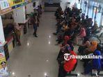 foto_warga_masih_ramai_datangi_samsat_di_pekanbaru_manfaatkan_program_pemutihan_denda_pajak_1.jpg