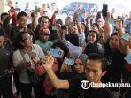 foto_warga_pekanbaru_datangi_kantor_kpu_pekanbaru_3.jpg