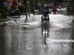 genangan-air-banjir-hujan-lebat-jalan-harapan-rumbai-pesisir_20180604_164524.jpg<pf>genangan-air-banjir-hujan-lebat-jalan-harapan-rumbai-pesisir_20180604_164625.jpg<pf>genangan-air-banjir-hujan-lebat-jalan-harapan-rumbai-pesisir_20180604_164603.jpg
