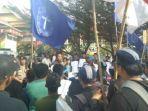 gmki-pekanbaru-aksi-damai-dprd-riau_20181012_111717.jpg